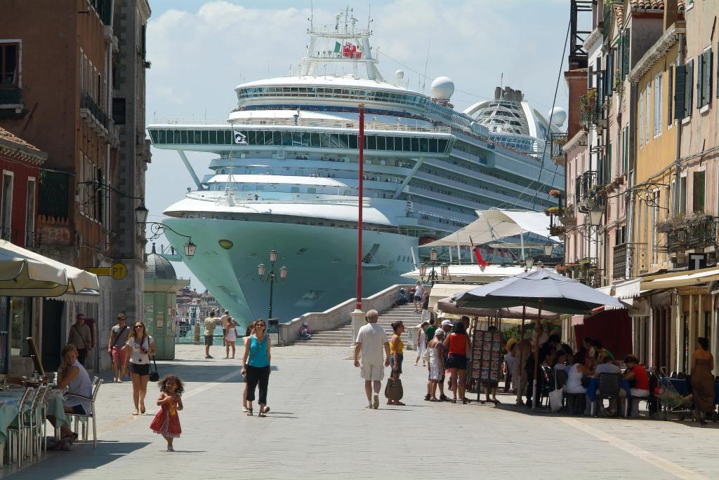 Венеция потеряла за5 лет 400 тысяч круизных туристов
