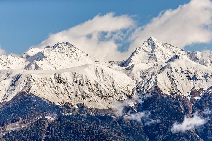 Нагорнолыжных курортах Сочи выпал снег