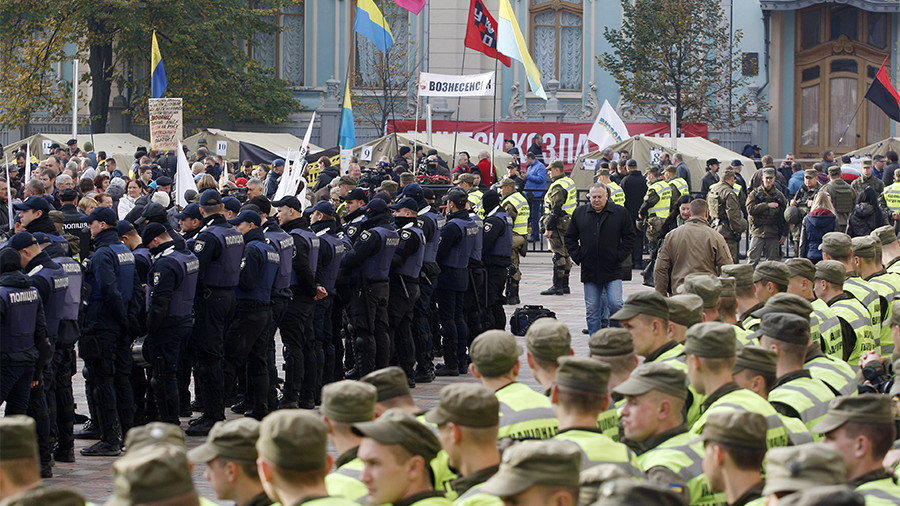 Вцентре столицы Украины митингующие подрались сполицейскими