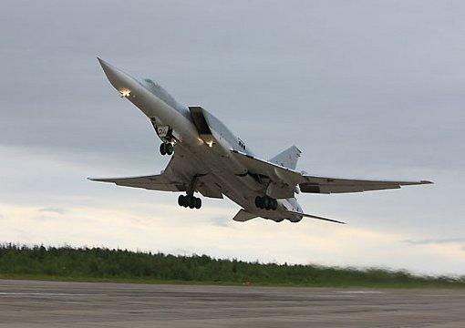 Уникальные истребители Су-35С отработали сопровождение Ту-22М3 над Камчаткой