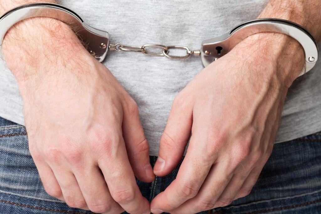 Гражданин Суворова напал наследователя вовремя обыска вквартире его сестры