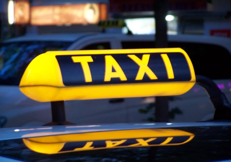Из-за 500 руб. омич отправил в поликлинику водителя такси