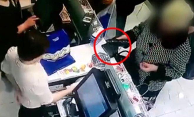 Пенсионерка украла у студентки мобильный телефон