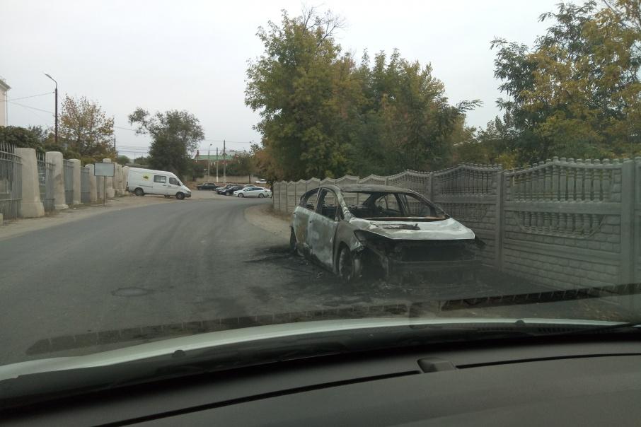 ВДзержинском районе Волгограда из-за неисправной проводки сгорела иностранная машина