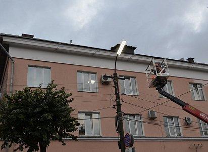 Наулице Щедрина приступили кработам позамене фонарей уличного освещения