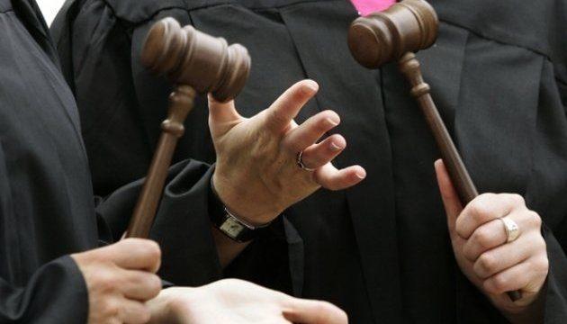 Пытавшегося дать взятку Холодницкому судью отстранили отдолжности до21ноября
