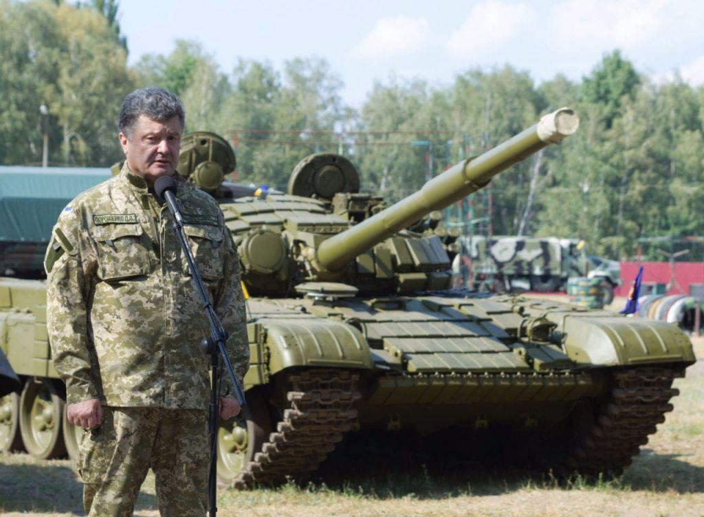 Порошенко отправился вЖитомирскую область для передачи вооружения ВСУ