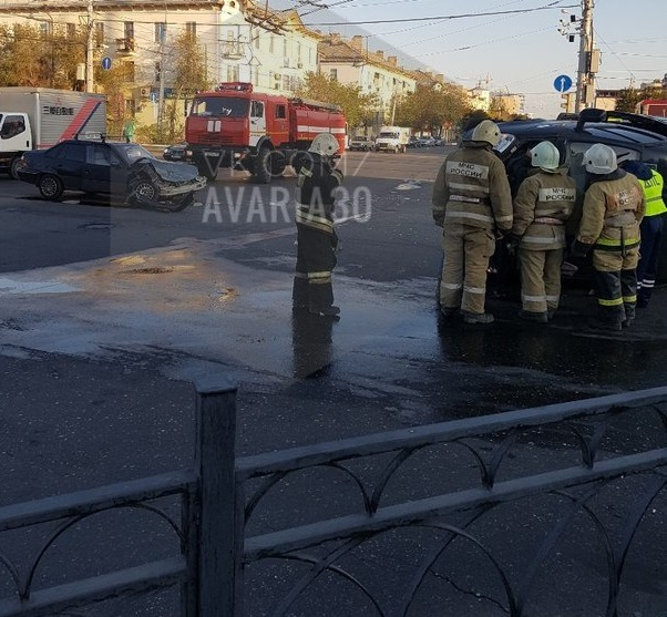 ВАстрахани маршрутка угодила вДТП