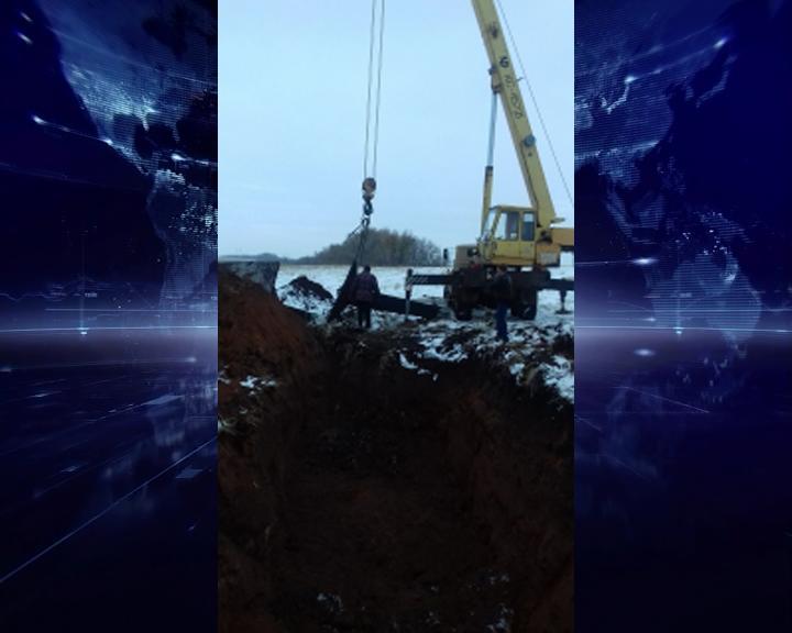ВПереволоцком районе умер рабочий, упав наковш экскаватора