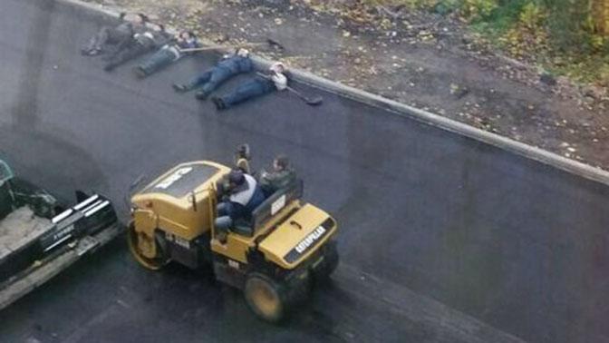 ВСаратове рабочие легли погреться насвежеуложенный асфальт