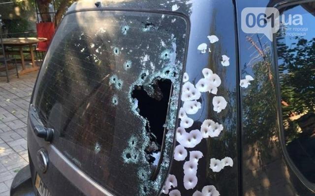 ВЗапорожье неизвестный среди бела дня обстрелял джип