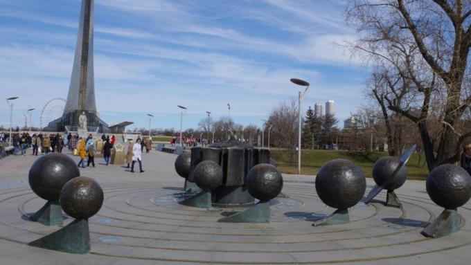 В российской столице украли орбиты планет смонумента Солнечной системы