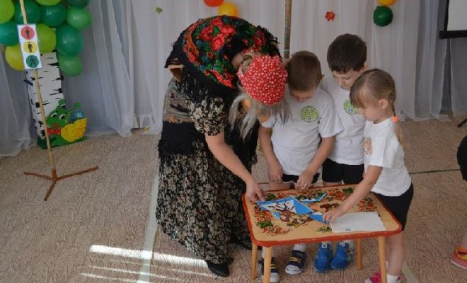 Дети научили Бабу-Ягу ПДД