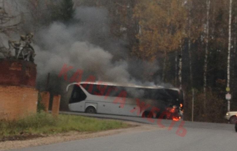 Под Калугой сгорел туристический автобус