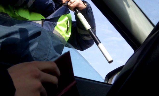 Лишенный прав пьяный водитель задержан на трассе в Калужской области