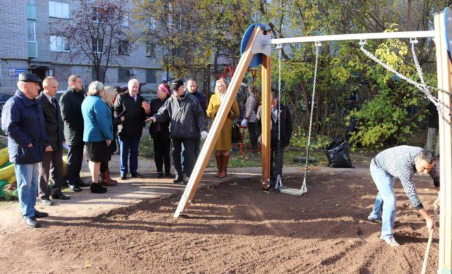 В Калуге приняли еще несколько дворов по программе благоустройства