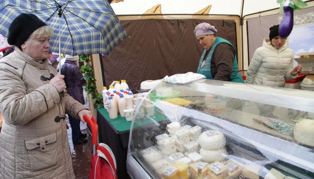 На фестивале молока калужан угощали творогом и сыром