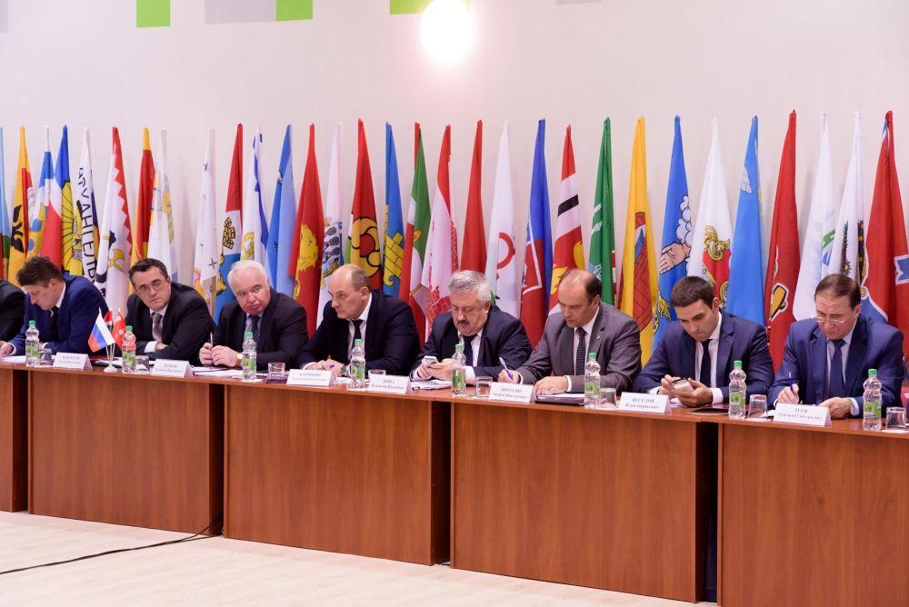 Анатолий Артамонов: «Для эффективных муниципалитетов надо ввести систему грантов, которые будут выдаваться по итогам управленческой деятельности»