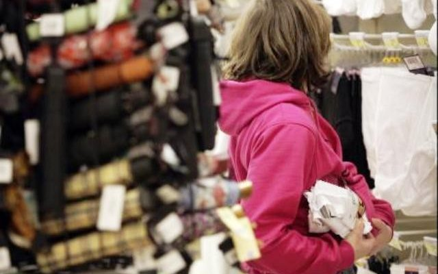 В Обнинске молодая особа ограбила магазин