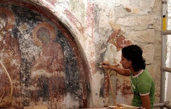 Археолог говорит, что нетронутая могила Санта-Клауса может находиться под церковью в Анталии Турции