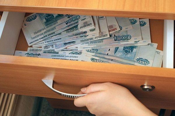 Калужский пристав присваивала деньги должников