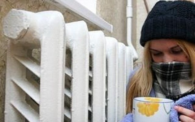 Замерзающих калужан спасают рабочие из других регионов