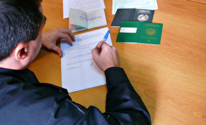 14 мигрантов с калужских строек отправились в Ташкент и Душанбе