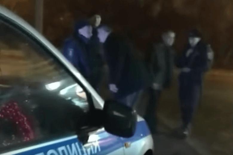 Нетрезвые полицейские закатили скандал встриптиз-клубе вВолгограде