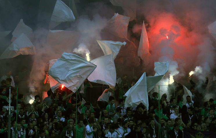 Полузащитник «Лиона» Фекир спровоцировал беспорядки болельщиков вматче с«Сент-Этьеном»