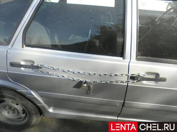 Владелец автомобиля изЧелябинска соорудил противоугонную систему изцепей изамка