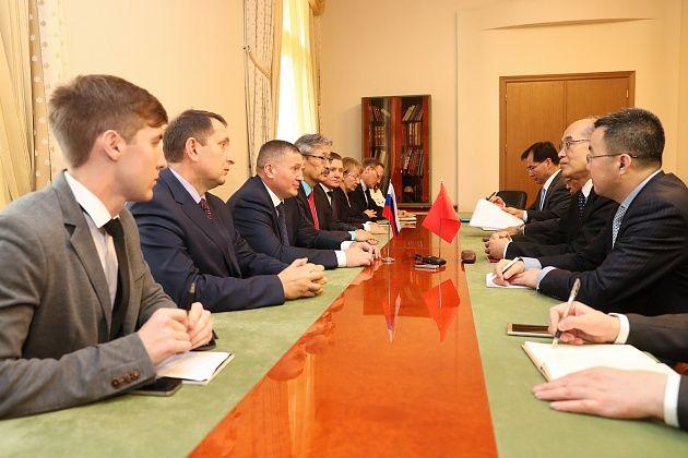 Гости из Китайская народная республика воглаве сминистром юстиции посетили памятные места Волгограда