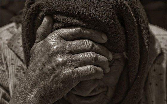 Незнакомка попросила попить воды иобокрала 90-летнюю старушку