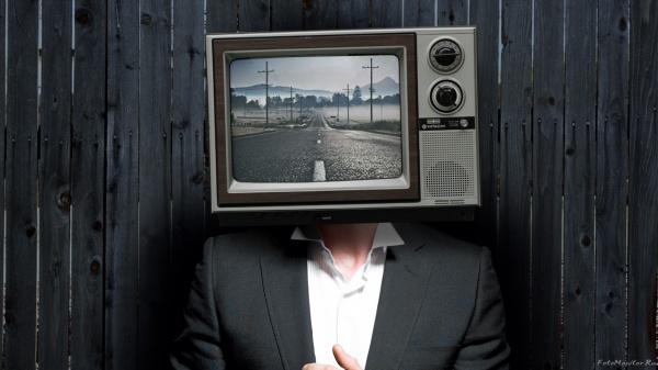 Число граждан России, смотрящих ТВ, снизилось вдвое засемь лет