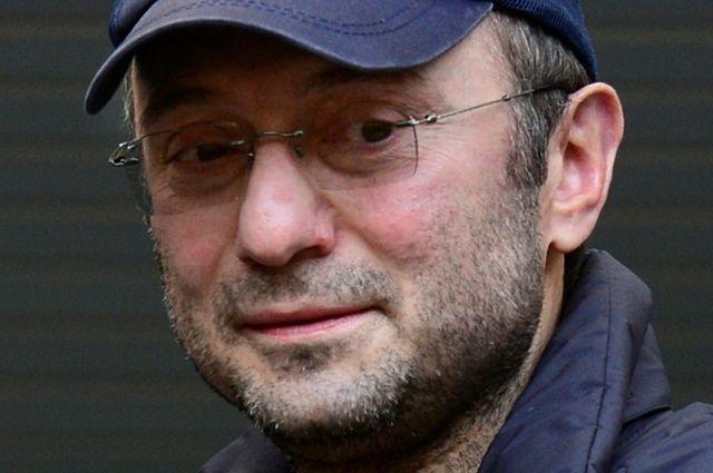 Керимов едва прорвался из«окружения» репортеров иуехал изсуда