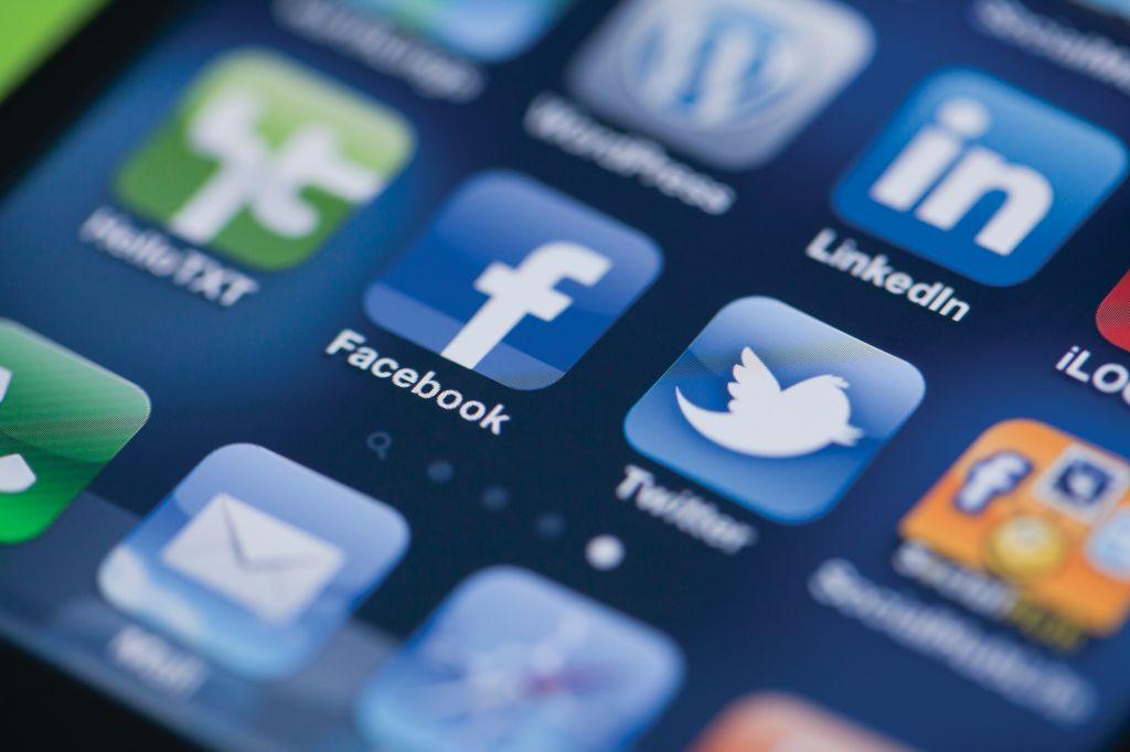 Роскомнадзор присмотрится кповедению социальная сеть Facebook — Newsweek