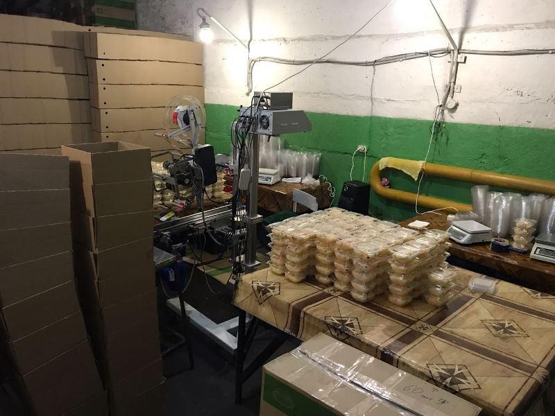 ВЕкатеринбурге ликвидирован подпольный цех попроизводству салатов
