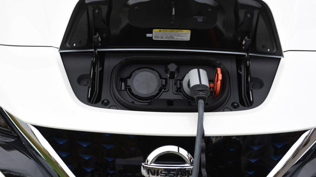 В РФ разрешат заряжать электромобили впомещениях