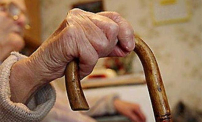 59-летняя женщина украла у пожилой пенсионерки кошелек