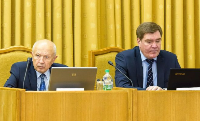 Правительство области обсудило итоги летней оздоровительной кампании и  вакцинопрофилактики населения региона