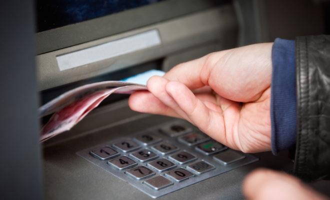 Деньги из банкомата украли в Боровском районе