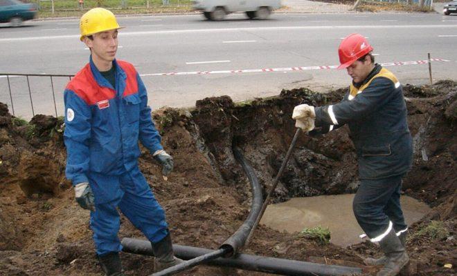 В Кировском районе меняют водопровод без перекопки тротуаров