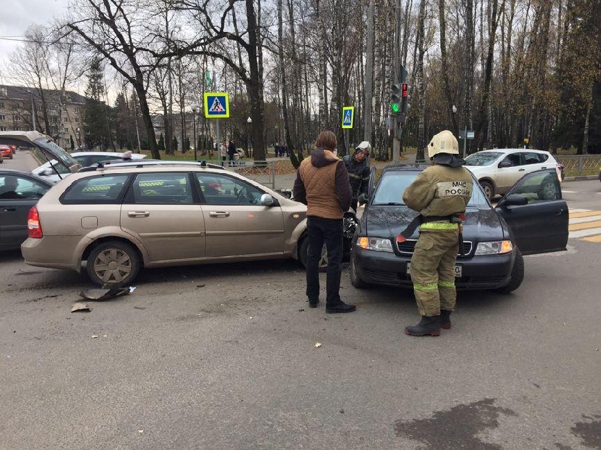 В Обнинске столкнулись «Шевроле» и «Ауди»