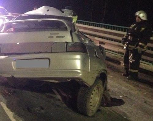 На Окружной дороге ВАЗ врезался в ограждение