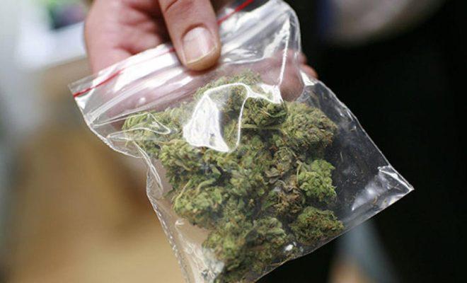 При попытке спрятать закладки с наркотиками задержаны жители соседнего региона
