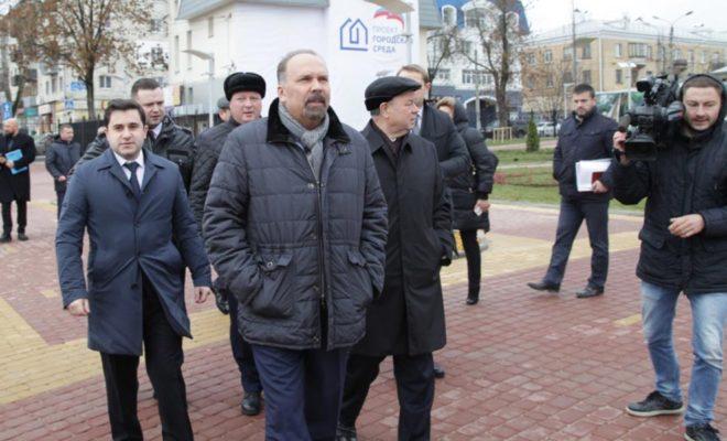Министр строительства и ЖКХ РФ посадил дерево в новом парке Калуги