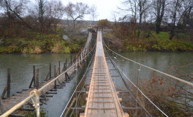 В Тарусском районе восстановили подвесной мост через Протву
