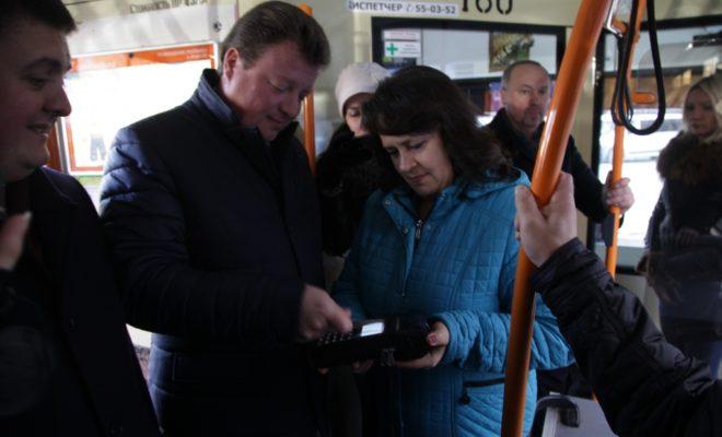 В троллейбусах теперь можно ездить без наличных