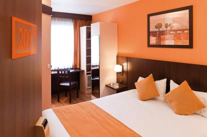 Оранжевая гостиница радушно распахивает свои двери гостям столицы