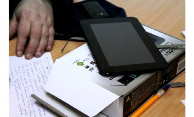 Мужчина украл планшет у спящего приятеля