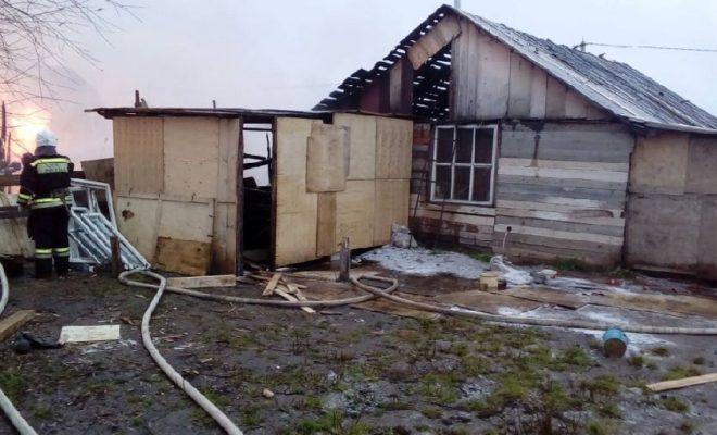 Горящий дом потушили за три минуты в Боровском районе